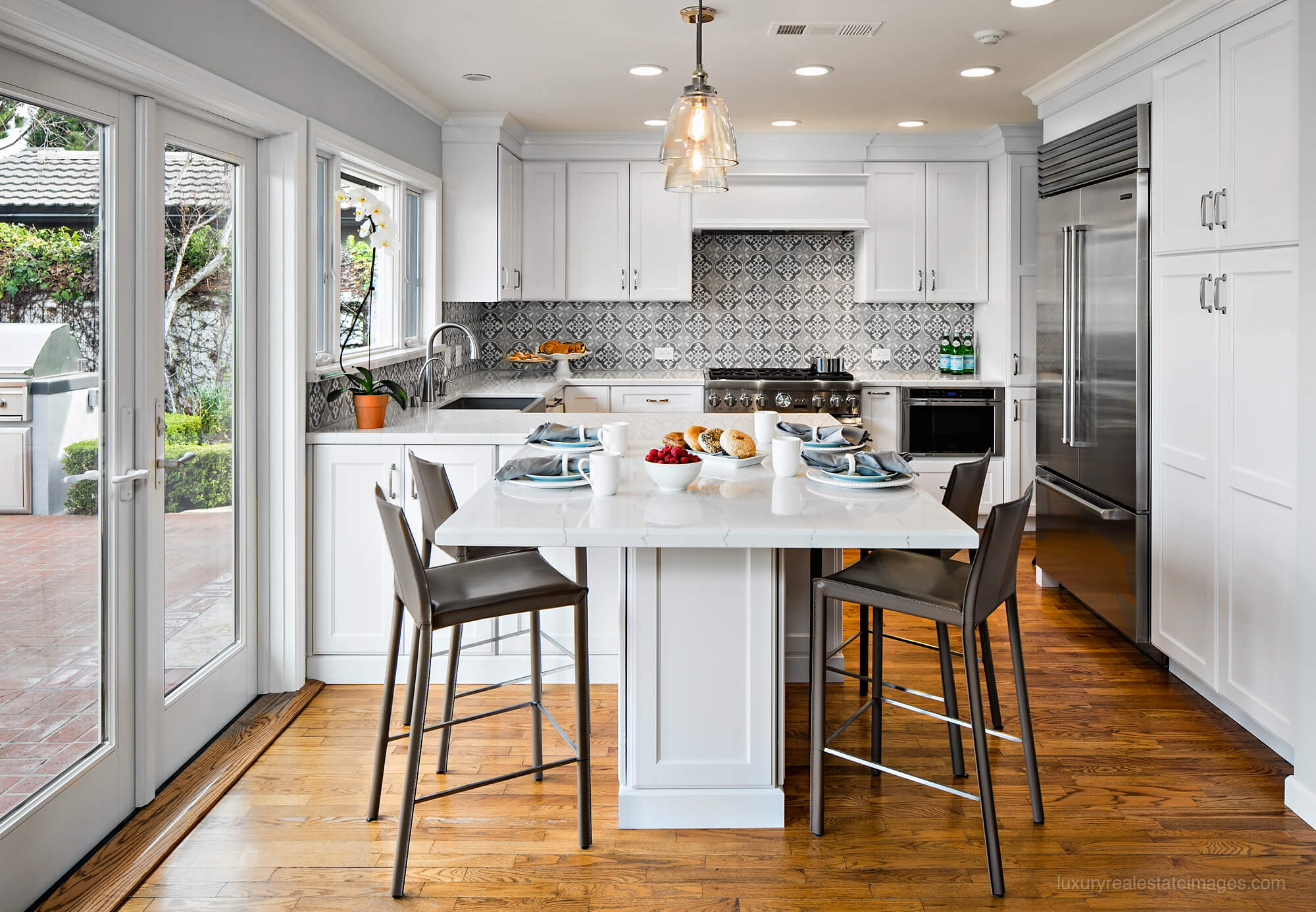 small white kitchen with peninsula seating