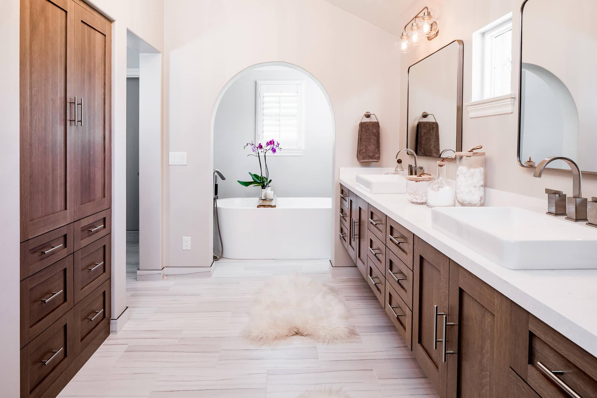 Custom Bathroom Cabinetry – Storage & Organization Design Guide