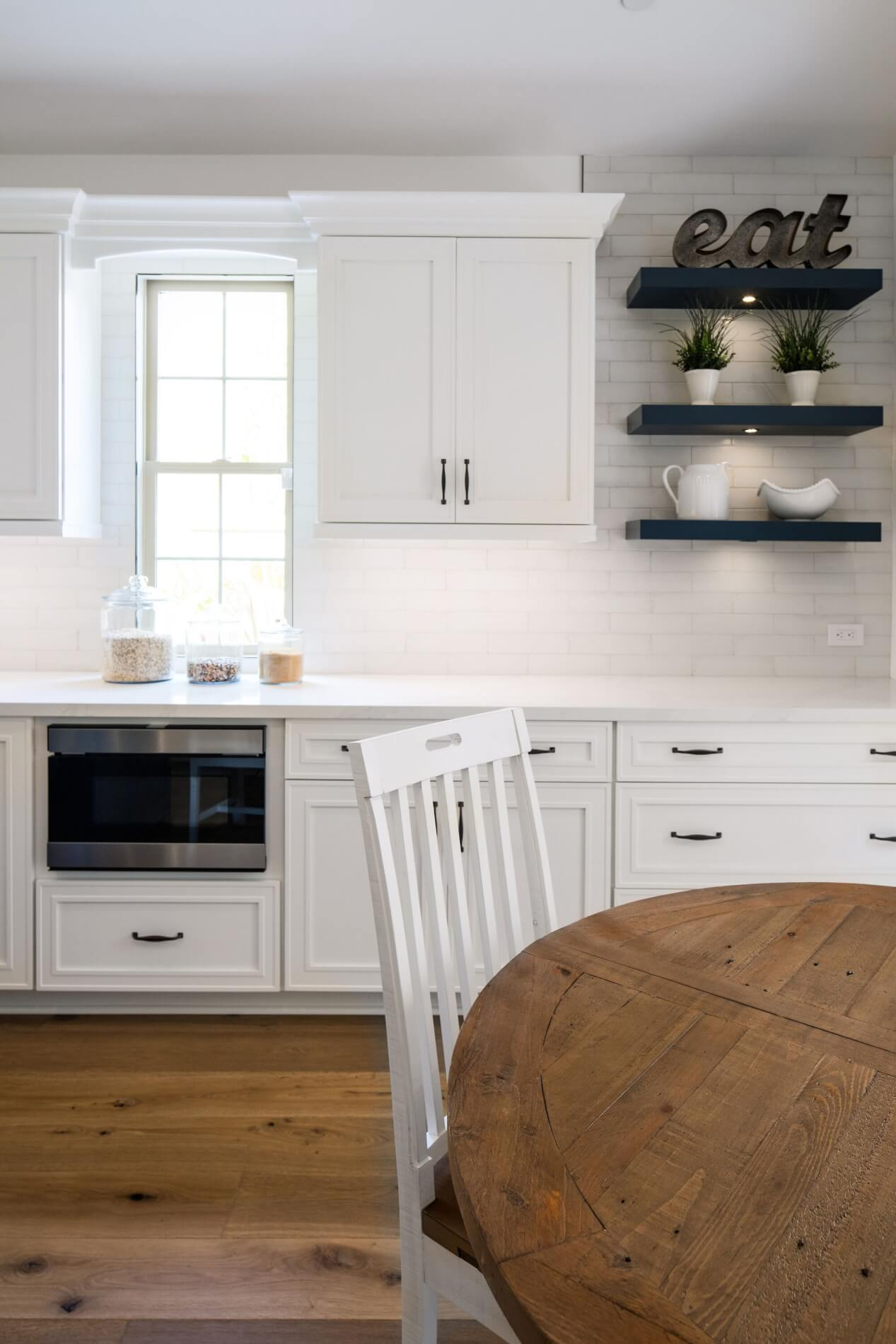 Pros and Cons for Open Shelves in the Kitchen