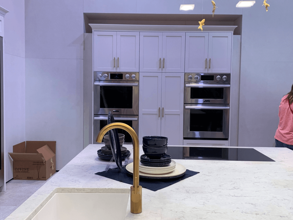Gold Kitchen Faucets, Pulls, and Stove Accents