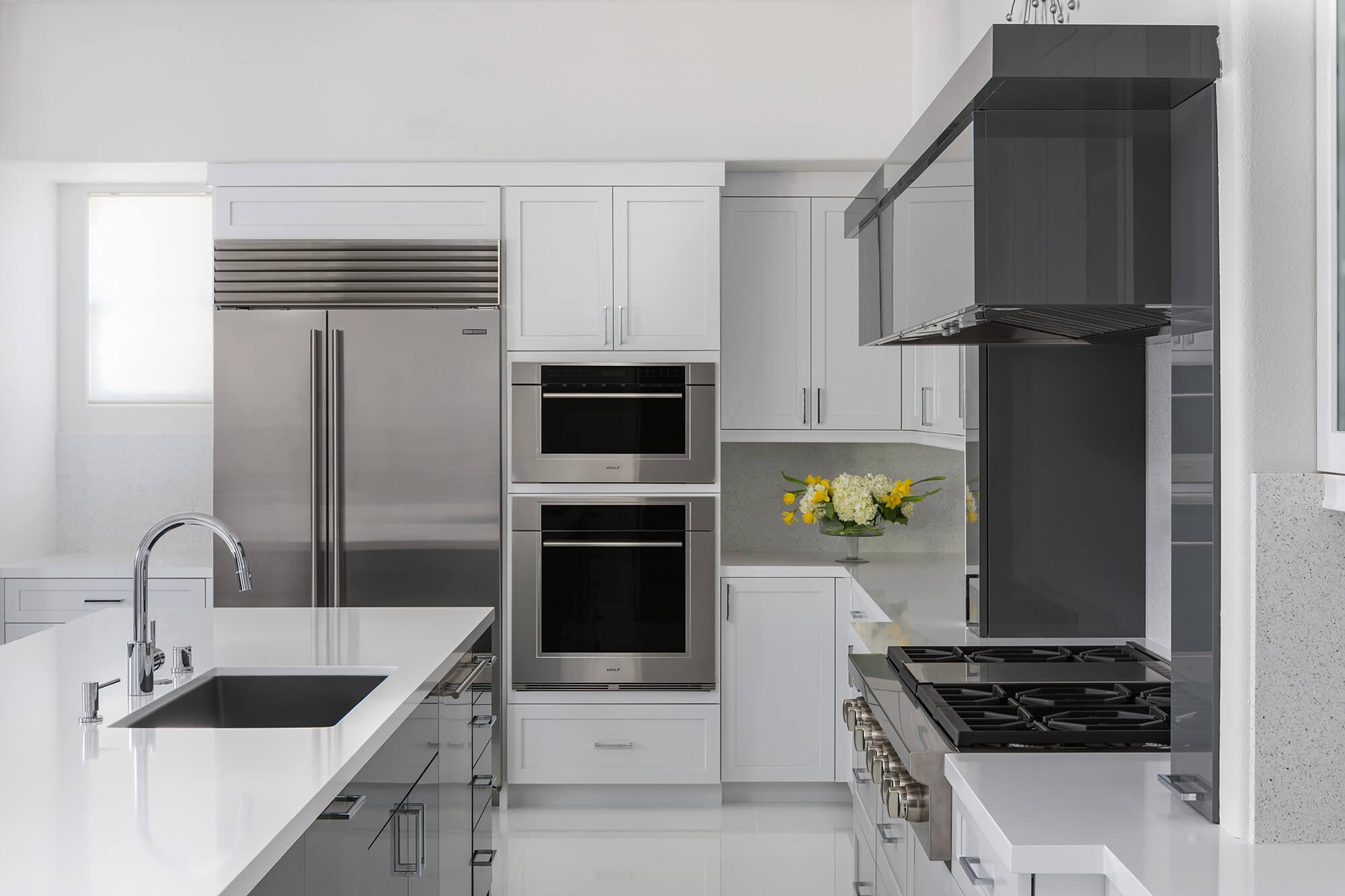 sink-in-island-kitchen