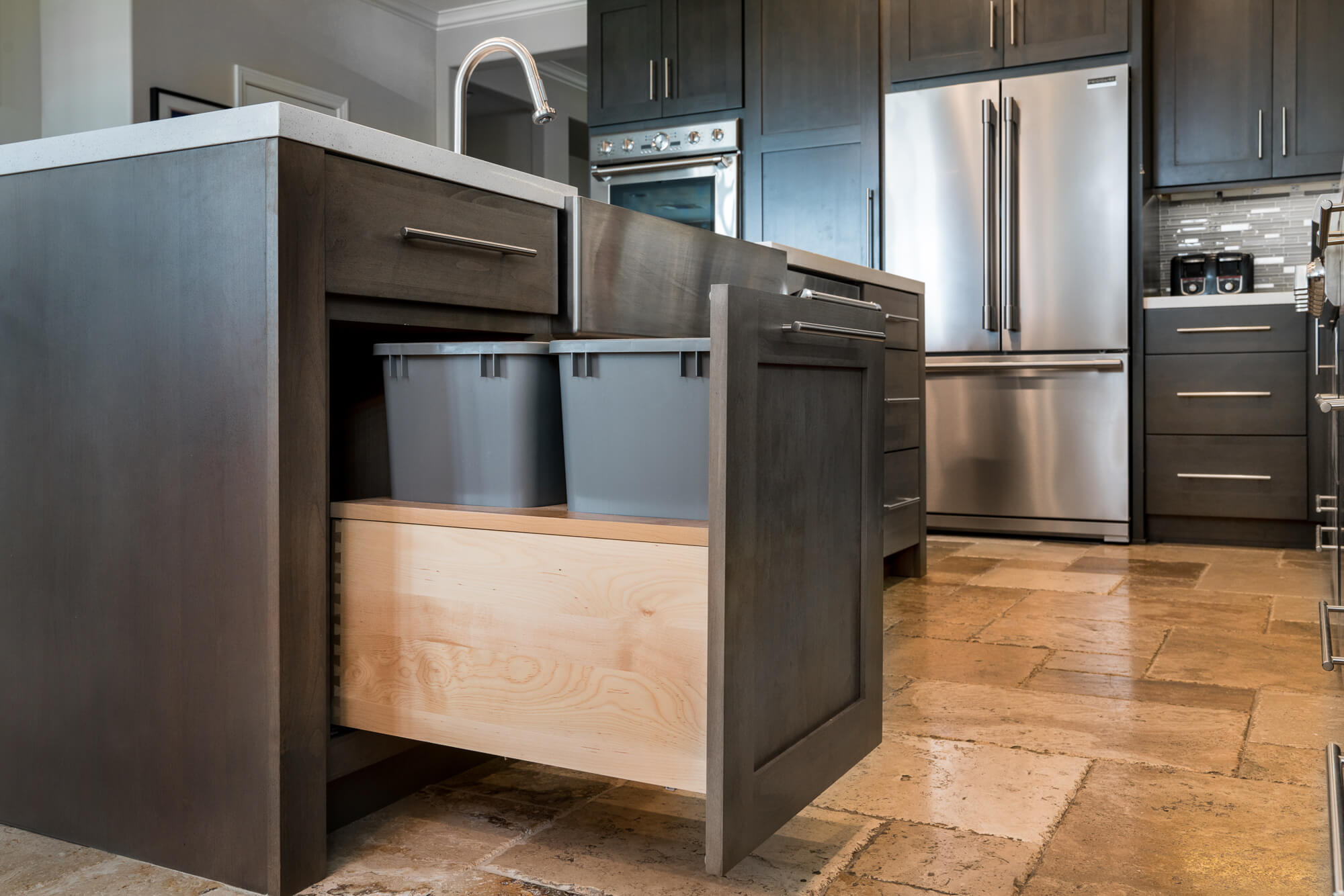 Pull-out-garbage-cabinet