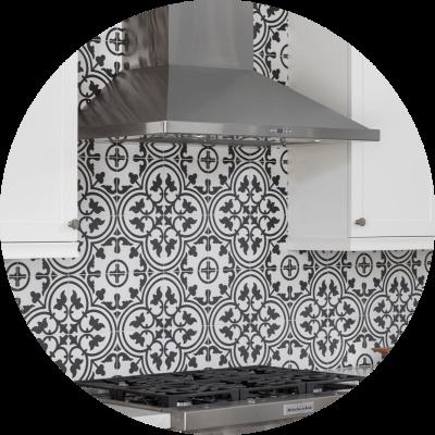 Patterned tile backsplash
