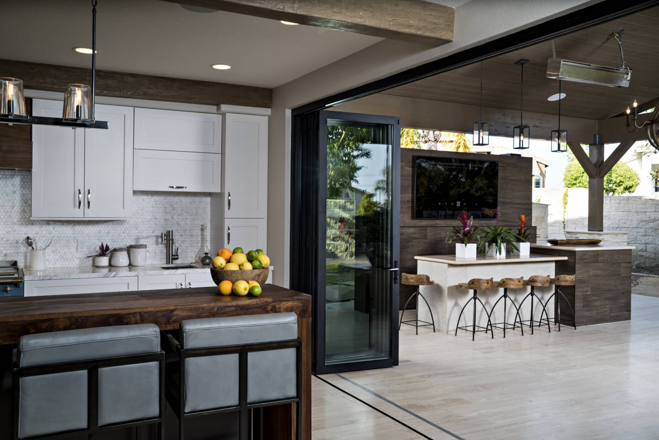 Open floorplan kitchen and dining room