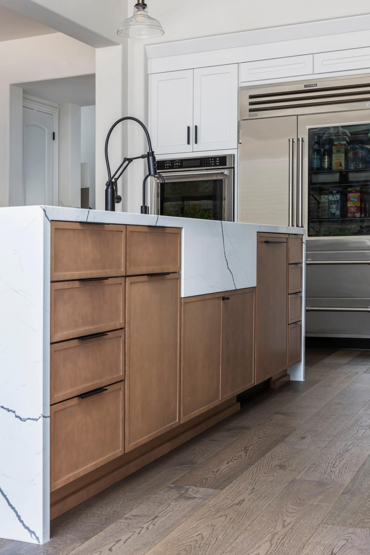 Built-in-dishwasher with undermounted sink