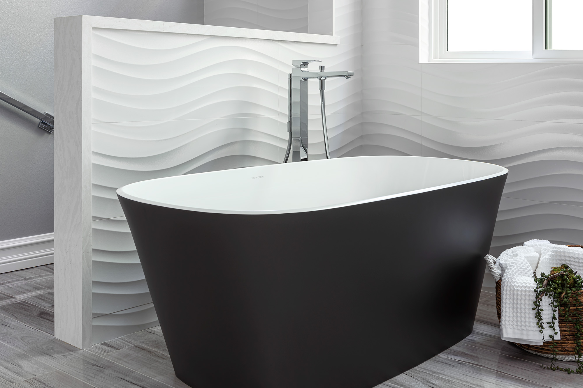 Master-Tub-with-Pony-Wall-in-Corona-del-Mar-Remodel