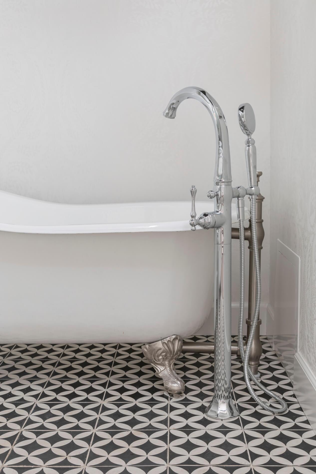 Castaway-tub-in-home-renovation