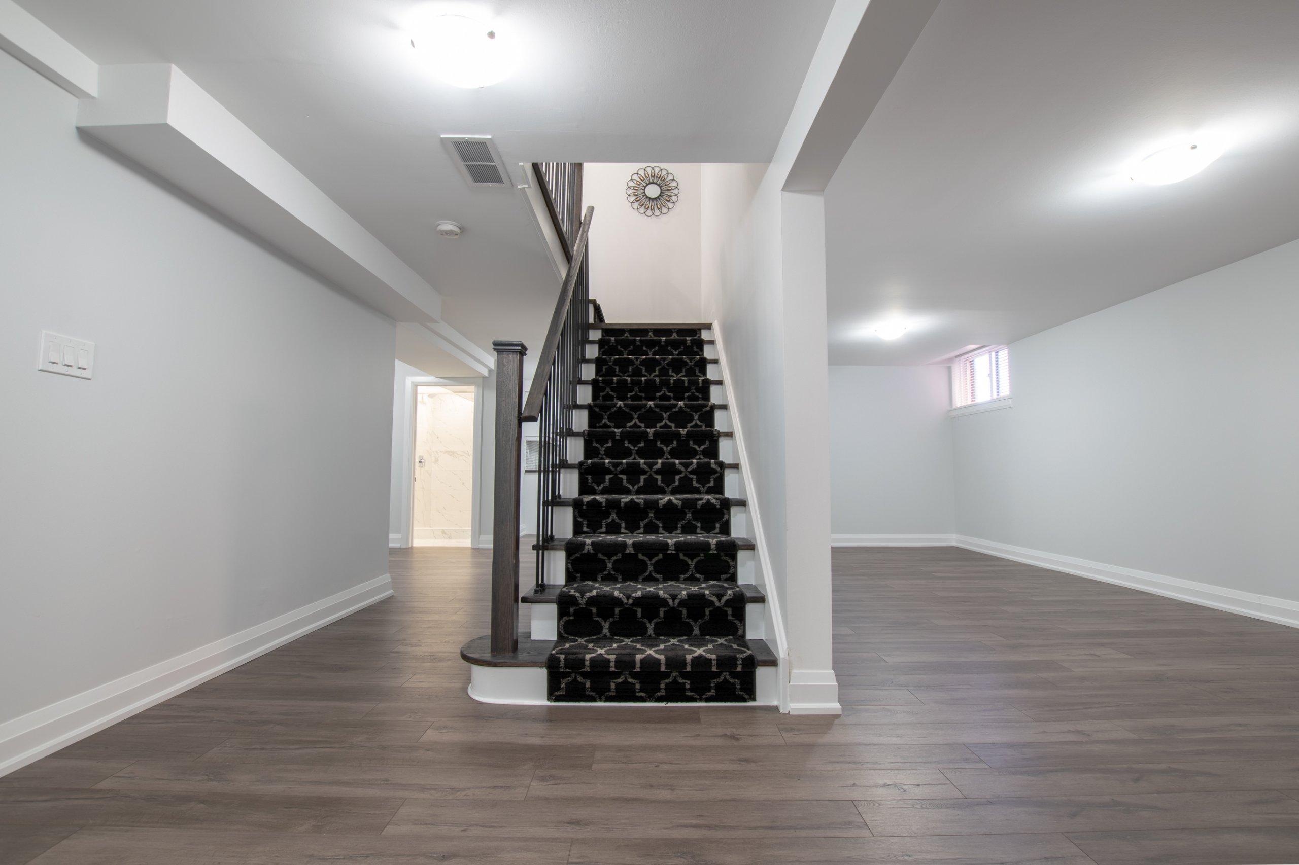 Simple-stair-runner-floor-design