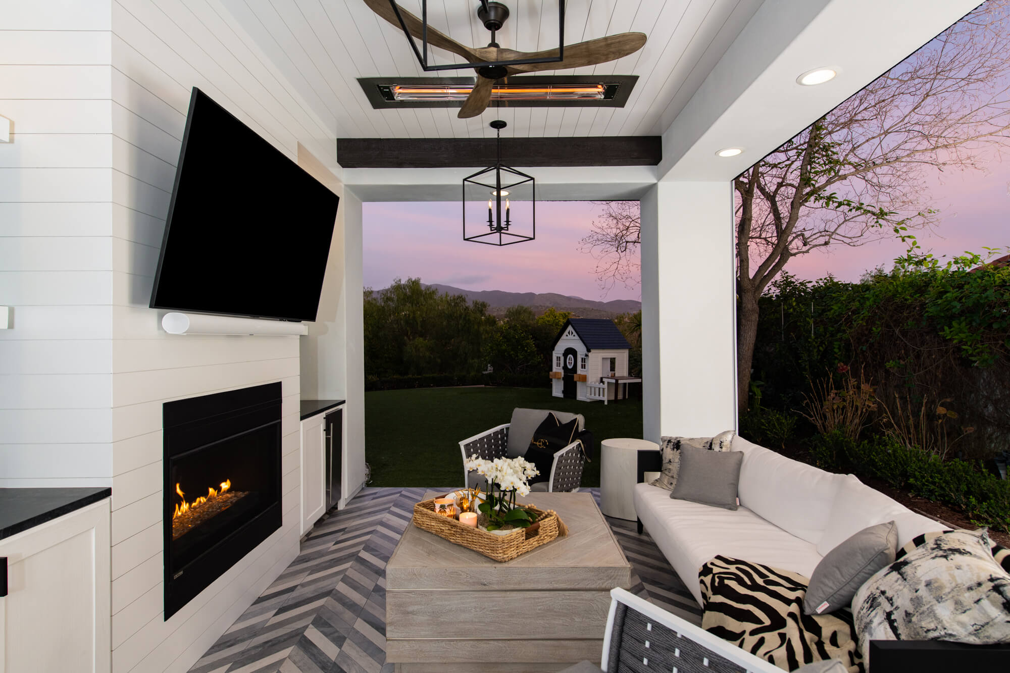 Gorgeous-Coto-de-Caza-California-Room-remodel-in-spacious-yard