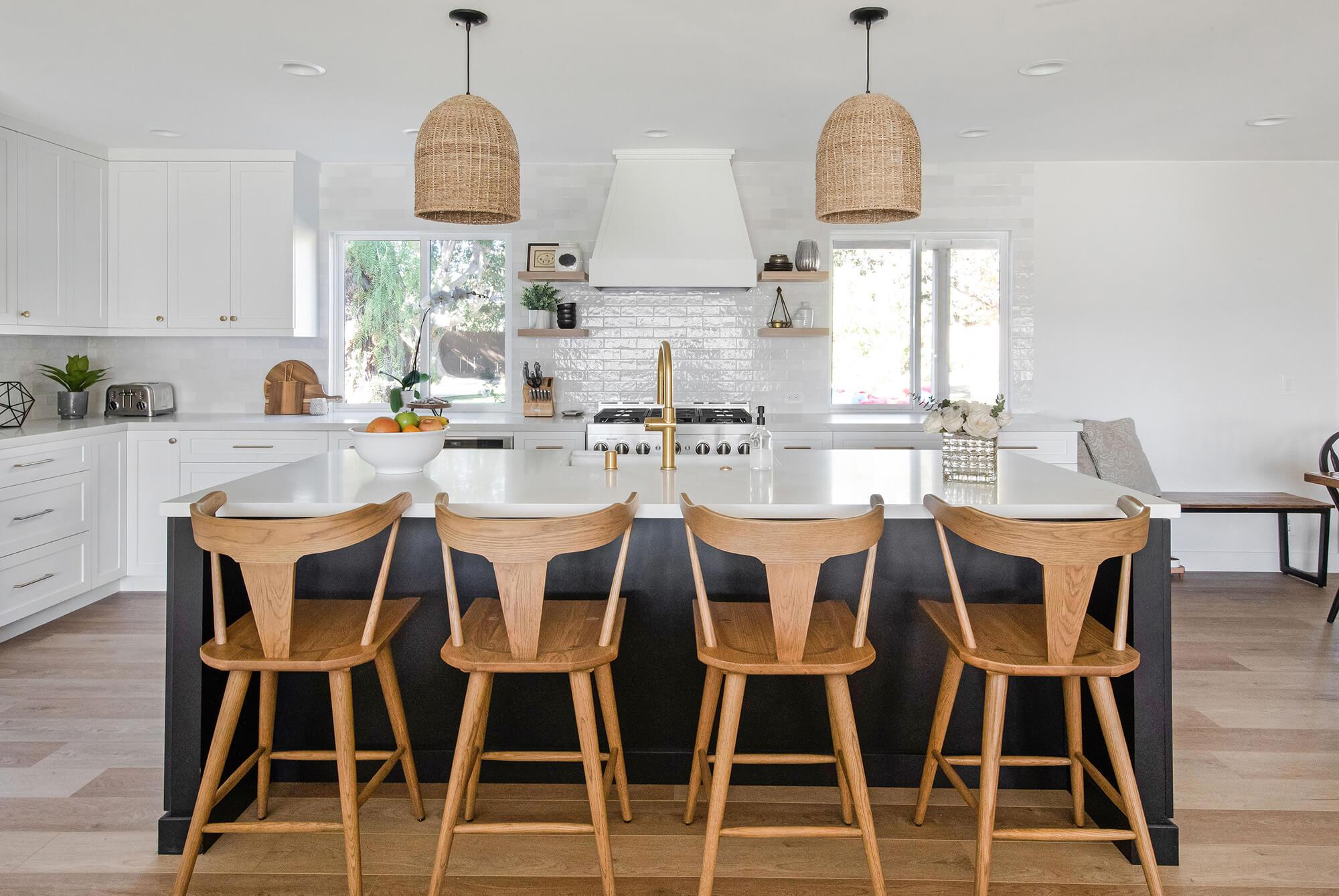 kitchen-island-with-pendant-lighting