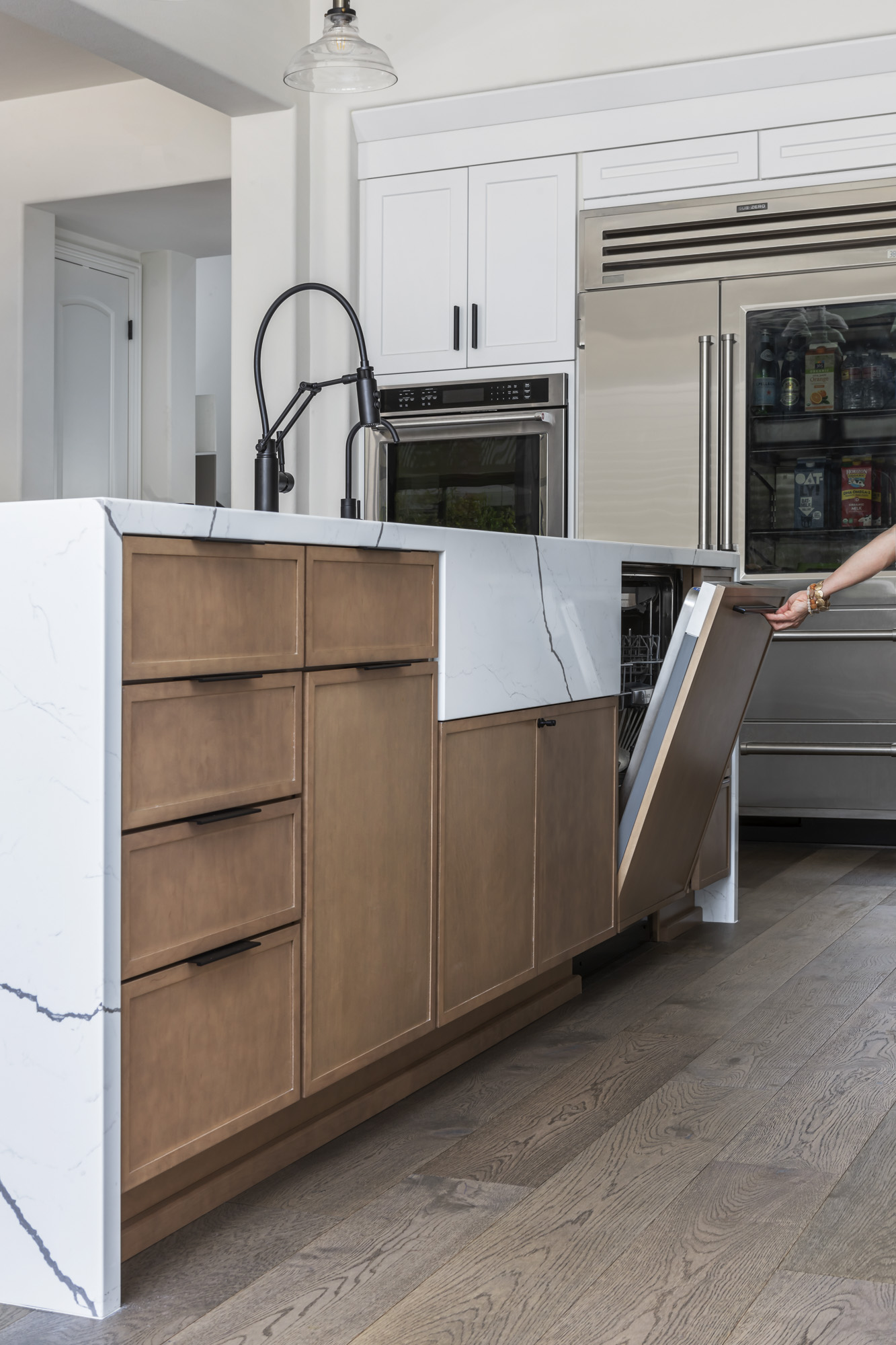 kitchen-island-makes-cleanup-easy