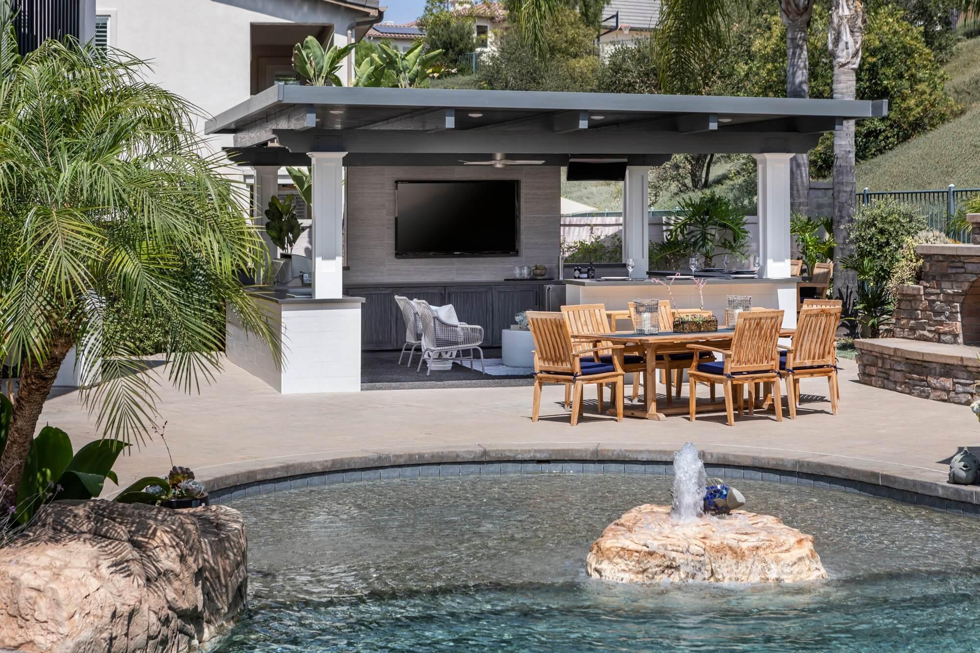 Spanish-oaks-california-room-style